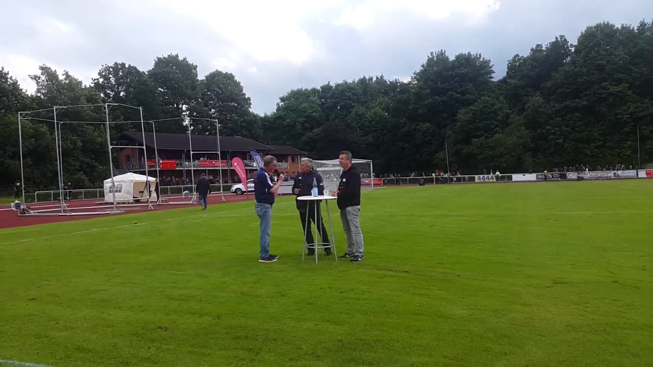 Pressekonferenz mit Olaf Janßen (Trainer FC St. Pauli) und Rene Klawon (Coach Buxtehuder SV)